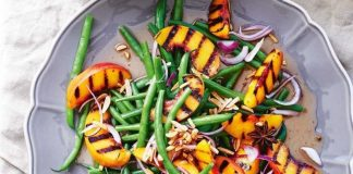 How To Prepare Chargrilled Peaches With Green Beans And Almonds ?